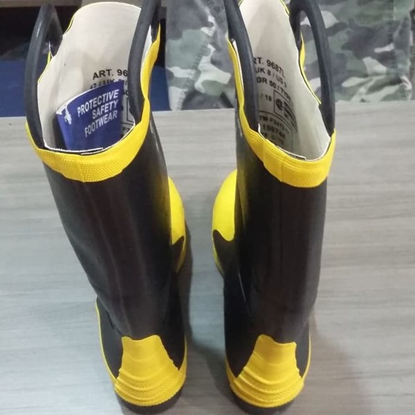 Sepatu Safety Boot HARVIK