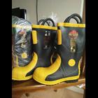 sepatu safety pemadam kebakaran 1