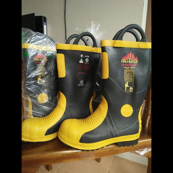 sepatu safety pemadam kebakaran