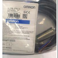 Cylindrical Proximity Sensor - OMRON E2E-X7D1-N 1