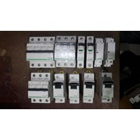 Saklar elektrik socket