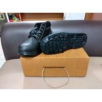 Sepatu Safety standar ISO 20345:2004 CAP