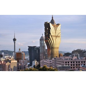 6D Shenzhen Macau Hongkong + Disneyland Period Jan - Mar 2018 (WH01) IDR 10.690.000 /pax Flight By: China Airlines