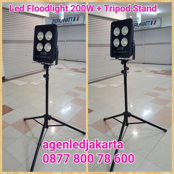 Stand Lampu Tripod PLus LED 200W