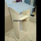 Podium kayu & acrylic P29 1