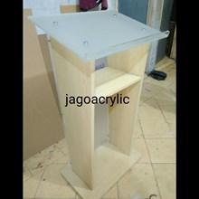 Podium kayu & acrylic P29