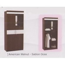 lemari pakaian warna coklat muda dua pintu