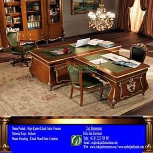 Meja Kantor Klasik By CV. Rizki Jati Furniture
