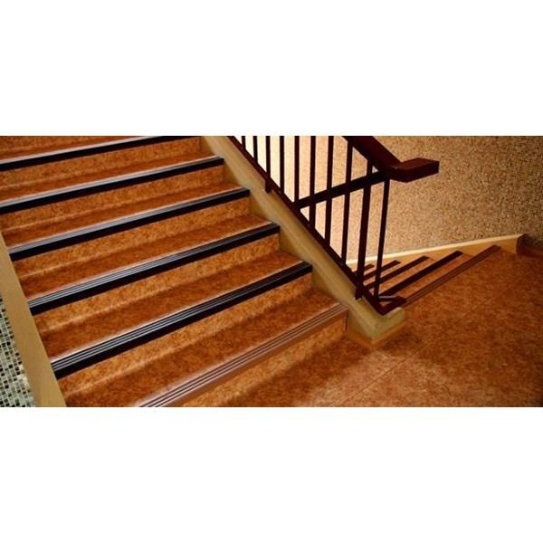 stepnosing atau list tangga