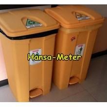 Tempat sampah 80 Liter kuning dengan pijakan