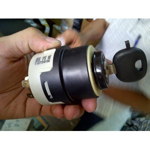 switch atau kunci kontak vibro bomag