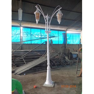 Specialist Antique Garden Light Poles
