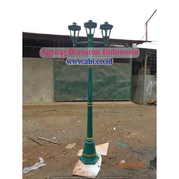 TIANG LAMPU TAMAN DEKORATIF 3 LAMPU