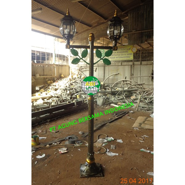 TIANG LAMPU ANTIK MOTIF DAUN