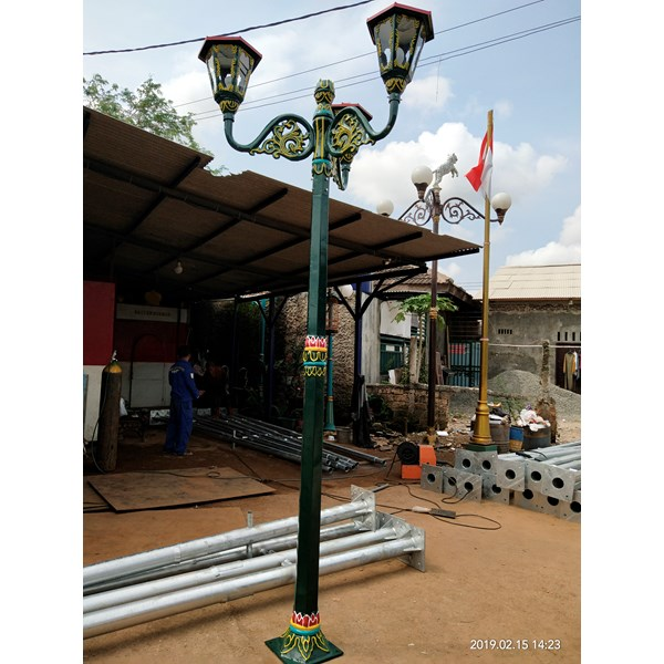 TIANG LAMPU JALAN MALIOBORO