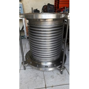 EXPANSION JOINT BELLOW AND RUBBER