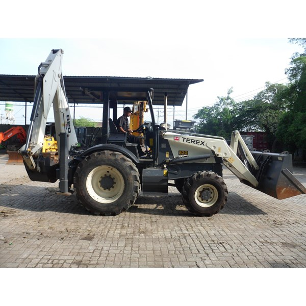 Excavators FOR RENTAL: Backhoe Loader 1 M3 Terex 820 (Jawa Timur)