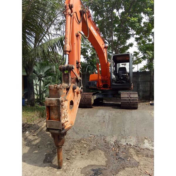 Excavators Hitachi EX100 with Breaker 10 ton RENTAL