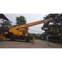 Crane Kato KR25 - Capacity 25 ton - FOR RENTAL SURABAYA