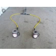Two Cylinder Hydraulic Hand Pump.