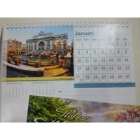 Kalendar dinding bergambar
