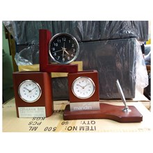 Table Clock Combination Place Pens