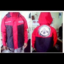 Jaket Gunung Warna Merah kombinasi Hitam