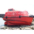LIFEBOAT TOTALLY ENCLOSED CAP. 15 - 30 PERSON 2
