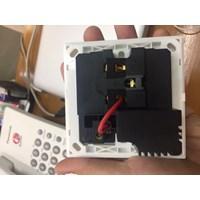 Jual Stop Kontak Wall USB dengan Switch ON OFF 2