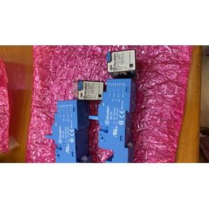 Relay 55.34 + socket 94.54 FINDER