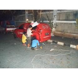 BRANDING STICKER MOBIL By Indo Film Graphics