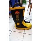 sepatu safety pemadam 1
