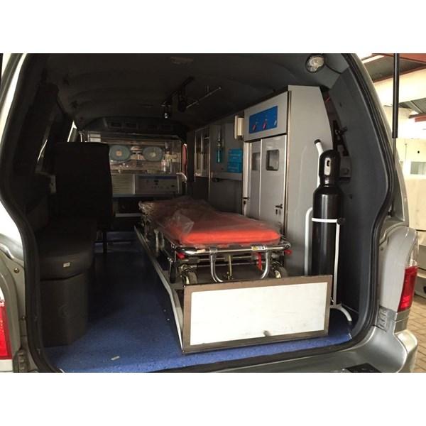 Karoseri Modifikasi Ambulans Kia Travello