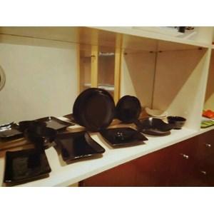 Glori Melamine melayani Jasa Konsultan Produksi Peralatan Makan Restoran