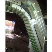 Incline and Curve Conveyor 1