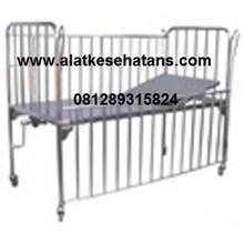 tempat tidur bayi pasien  1 engkol