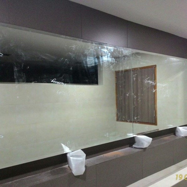 Kaca Cermin Dinding