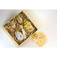 Distributor hampers gift b'day bee 3