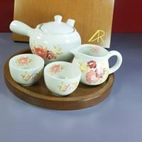 Distributor cramik ornament 3