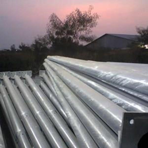 Tiang Lampu PJU Bulat Single Ornamen - 9 Meter