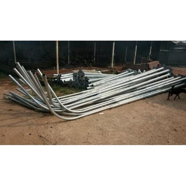 Tiang Lampu PJU Octagonal -7 Meter Single Ornament Parabole
