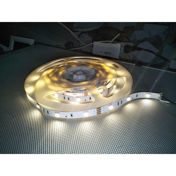 Lampu LED Strip 3528 - Cahaya Warm White