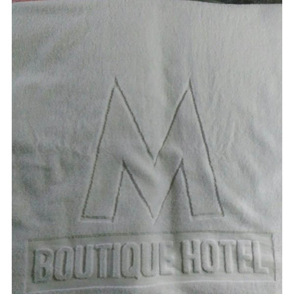 Towels and hotel amenities