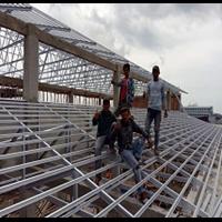 Rangka Atap Baja Ringan dan Penutup Atap Spandek