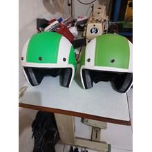 Helm grab dan gojek