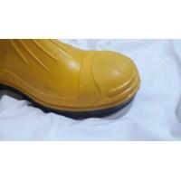Jual Sepatu Safety Boots Karet Ujung Besi 2
