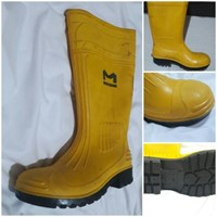 Sepatu Safety Boots Karet Ujung Besi