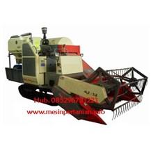 Mesin Combine Harvester KMU 3.2  Untuk Padi -  Mesin Pengolah Padi