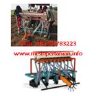 Mesin Penanam Jagung dan Pupuk dengan Traktor Besar -  Mesin Penanam Jagung  1