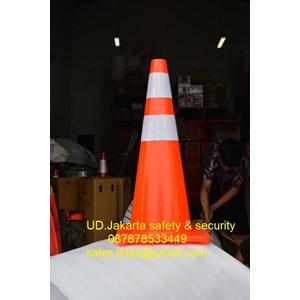 Dari TRAFFIC CONE KERUCUT LALU LINTAS PEMBATAS KEAMANAN JALAN KENDARAAN PVC RUBBER RED BASE TINGGI 70CM 0